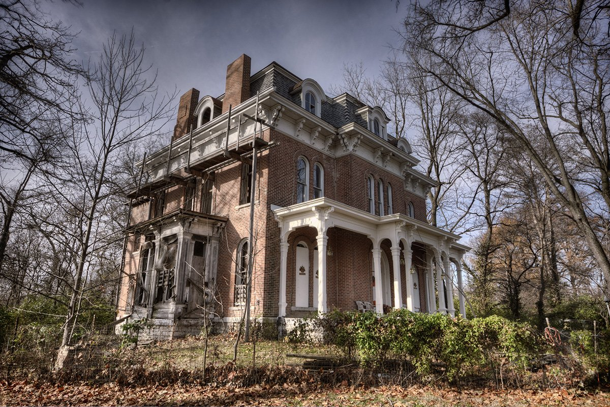 THE MOST HAUNTED HOUSE IN THE MIDWEST | Cambly Blog